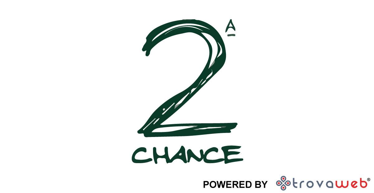 Vêtements de seconde main sélectionnés Second Chance - Gênes
