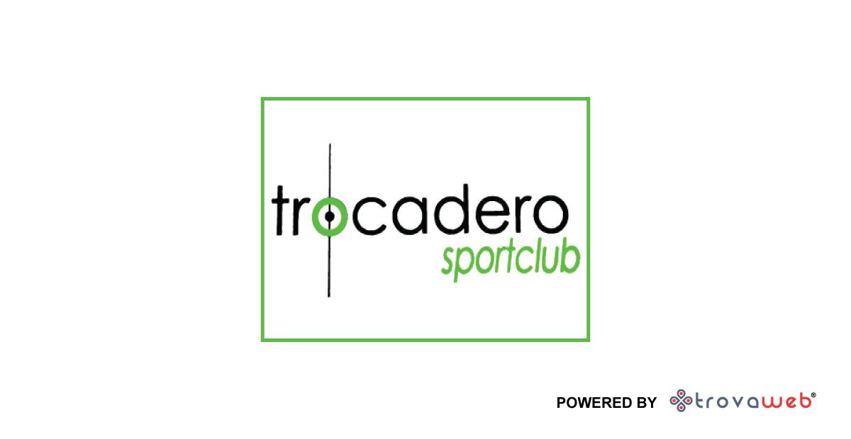 Трокадеро спортивный клуб - футбольный Fields - Мессина